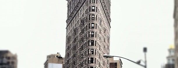 Flatiron Building is one of Gray Line New York's Downtown Loop.