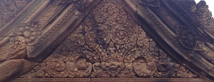 Banteay Srei Temple ប្រាសាទបន្ទាយស្រី is one of Cambodia.