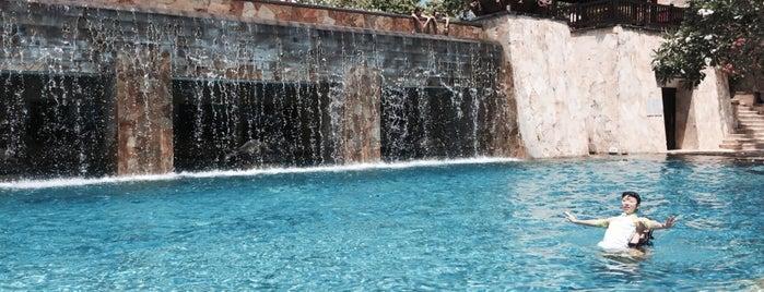 Infinity Edged Pool (Main Pool) is one of azja.