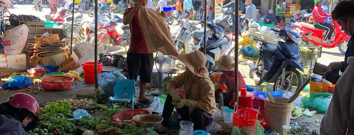 Chợ Vĩnh Hải (Vinh Hai Market) is one of สถานที่ที่ Илья ถูกใจ.