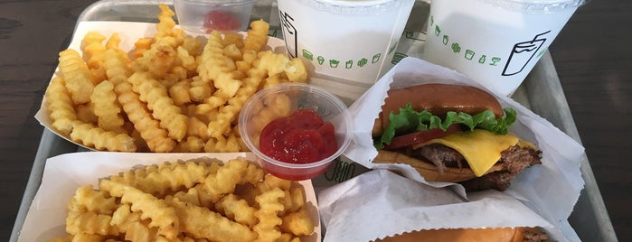 Shake Shack is one of Lieux qui ont plu à Ivan.