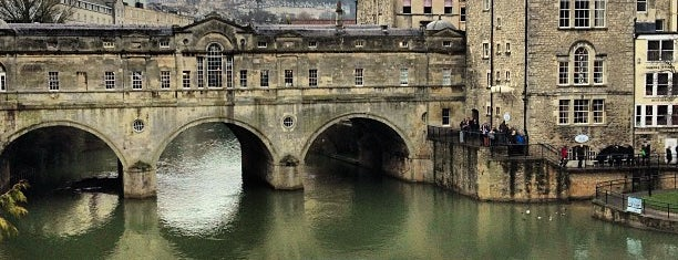 Pulteney Bridge is one of Bath.