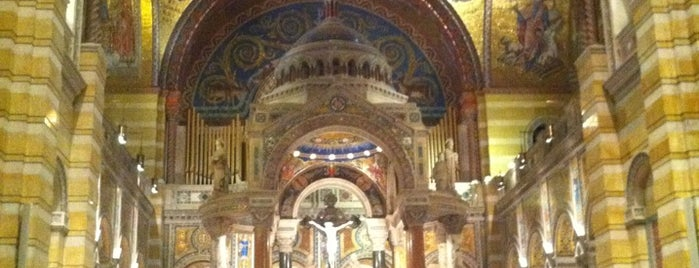 Cathedral Basilica of Saint Louis is one of Lugares favoritos de Rebecca.