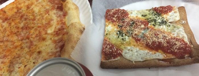 Grandma's Original Pizzeria is one of Ron'un Beğendiği Mekanlar.