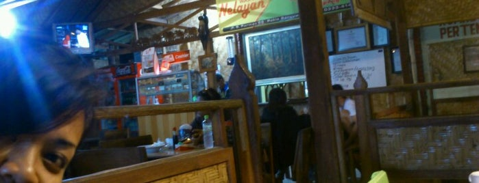 Warung Nelayan is one of Food.