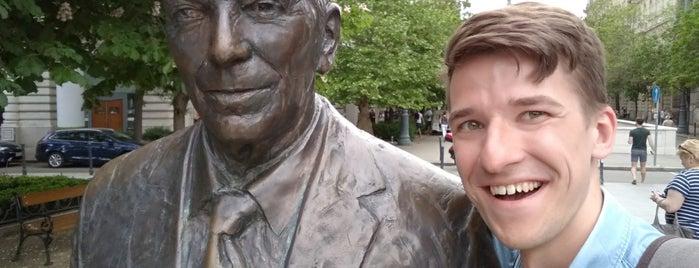 Ronald Reagan szobor is one of Tempat yang Disukai Dmitry.