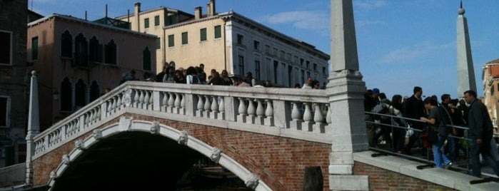 Ponte de Canaregio o de le Guglie is one of Amit'in Beğendiği Mekanlar.