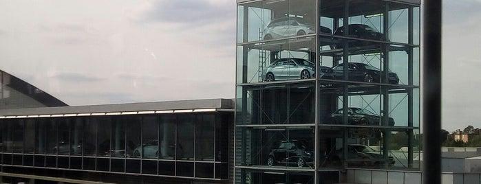 Mercedes Benz Brentford is one of Locais curtidos por Aisha.