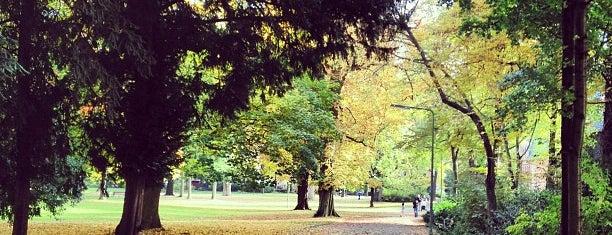 Günthersburgpark is one of Foursquare Best Of Frankfurt: Parks und Plätze.