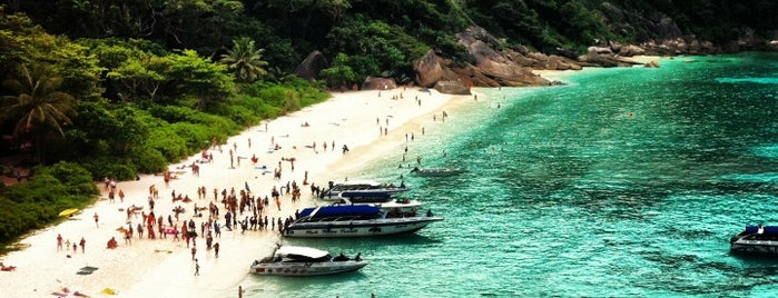 Similan Islands is one of Tempat yang Disukai Vee.