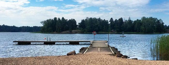 Suvisaariston (Svinön) uimaranta is one of Kesäspotit.