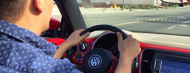 Volkswagen of Palm Springs is one of Lugares favoritos de Elle.