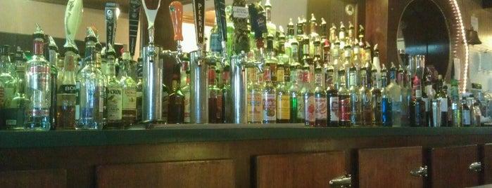 Wayland Hotel Bar & Grill is one of Locais salvos de Joey.
