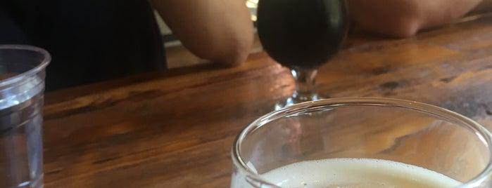 Masthead Brewing Co is one of Tempat yang Disukai Cole.