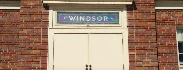 Windsor School is one of Tempat yang Disukai Regina.