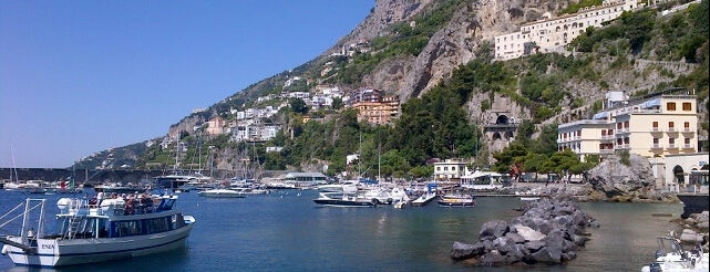 Porto di Amalfi is one of Locais curtidos por Hamilton.