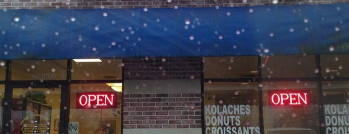 Donald Donuts is one of Tempat yang Disukai Mark.