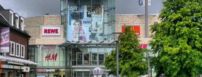 Tibarg Center is one of Lieux qui ont plu à Jana.