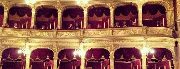 Венгерский государственный оперный театр is one of When in Budapest.