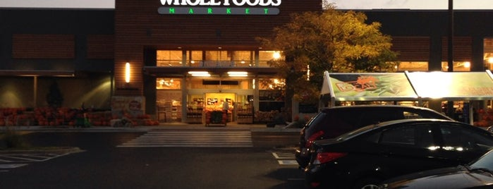 Whole Foods Market is one of Usajさんのお気に入りスポット.