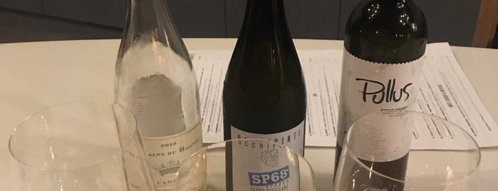 Taste Wine Bar & Cafe is one of Lieux qui ont plu à Michael.