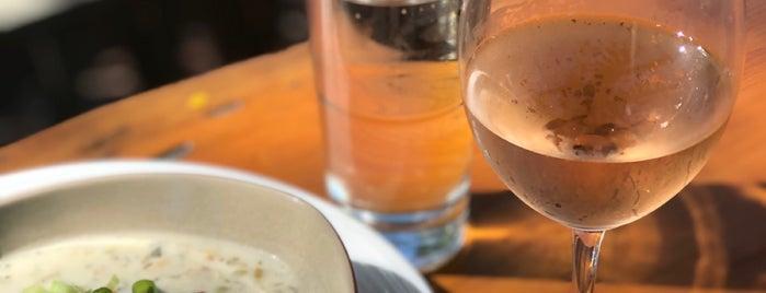 19 Raw Oyster Bar is one of Martha's Vineyard.