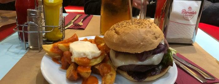 Bernie's Diner is one of Бургеры в Барселоне.