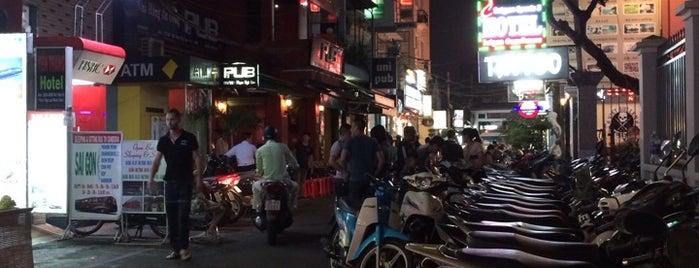 Dục Dâm Ách Tắc Động - Tức KPDH is one of strip clubs 3 XXX.