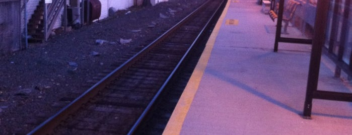 Metro North - Glenbrook Train Station is one of New Haven Line & Northeast Corridor (Metro-North).