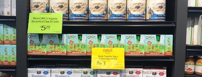 Whole Foods Market is one of Orte, die Val gefallen.