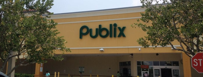 Publix is one of Ashley 님이 좋아한 장소.