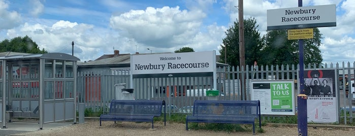 Newbury Racecourse Railway Station (NRC) is one of Tempat yang Disukai Henry.
