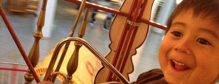Carousel is one of Locais curtidos por JJ.