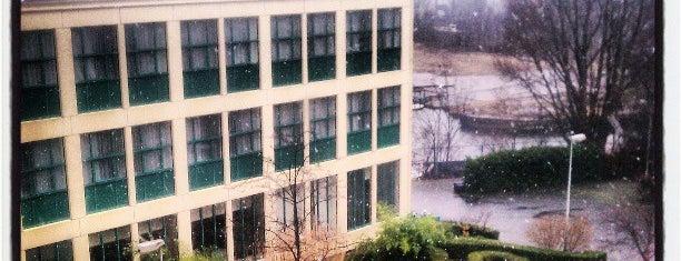 Hotel NH Amsterdam Noord is one of Ann'ın Beğendiği Mekanlar.