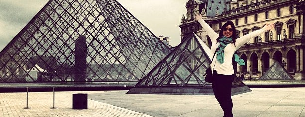 Museo del Louvre is one of Faves.