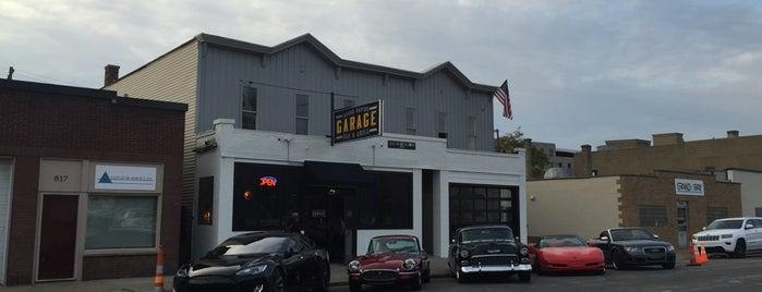 Garage Bar and Grill is one of John 님이 좋아한 장소.