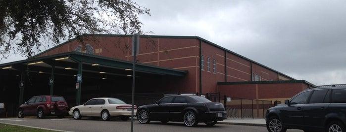 Dillard Elementary is one of Tempat yang Disukai Lyn.