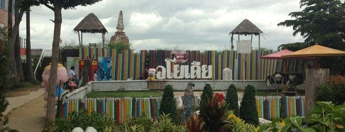 Ayothaya Floating Market is one of Thailand.