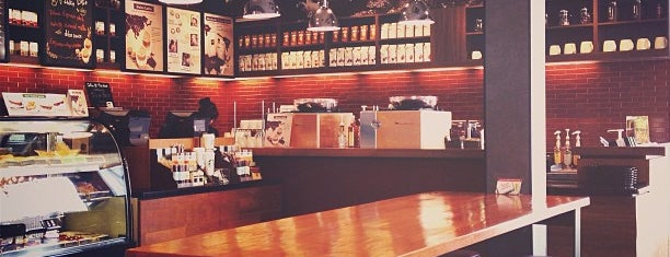 Starbucks is one of Lugares favoritos de 「 SAL 」.