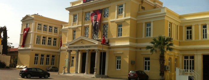 İzmir Atatürk Lisesi is one of Mekanlar.
