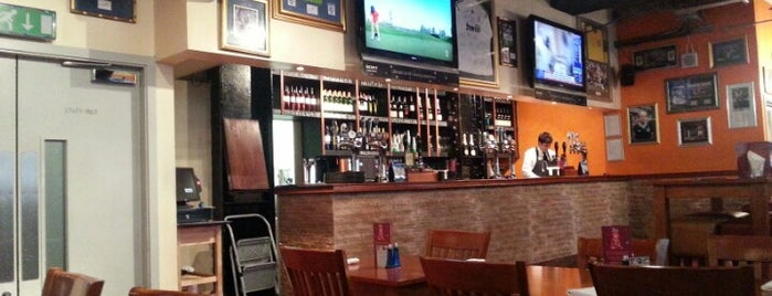 Sports Bar & Grill is one of لندن.