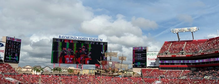 Raymond James Stadium Luxury Suite is one of Orte, die Chris gefallen.