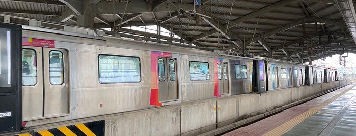 Airport Road Metro Station is one of Line 1 (Mumbai Metro).