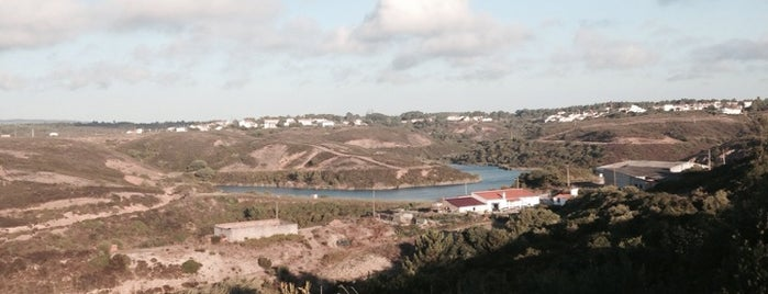 Ribeira de Aljezur is one of สถานที่ที่ João Pedro ถูกใจ.