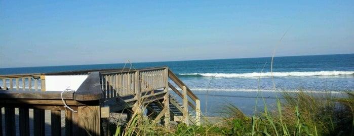 The Tides is one of Orte, die Amy gefallen.