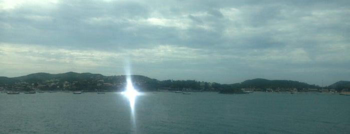 Mar De Búzios is one of Tempat yang Disukai Cris.