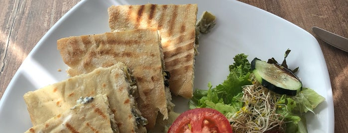 SimplementeDeli Gran Terraza is one of Para Comer/Cenar 👌🏾.