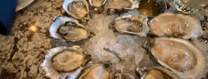 Taylor Shellfish Oyster Bar is one of Locais curtidos por Marie.