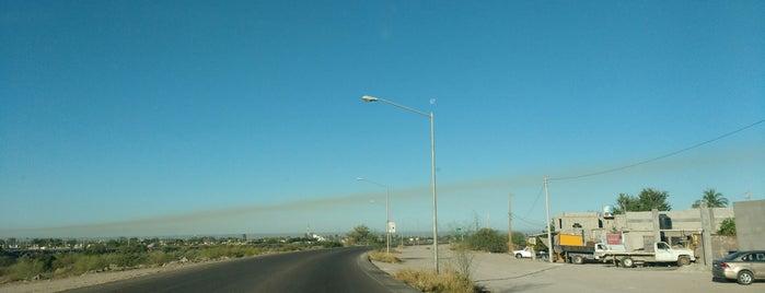 La Paz is one of สถานที่ที่ Chilango25 ถูกใจ.