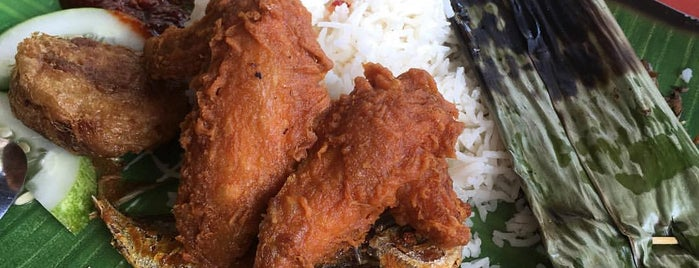 Selera Rasa Nasi Lemak is one of Singapore Food.